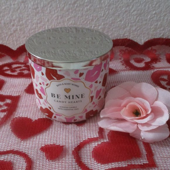 Bath and Body works Valentine 2021 Be Mine Candle